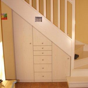 Elegance rangement placard sous escalier for Rangement chaussures sous escalier