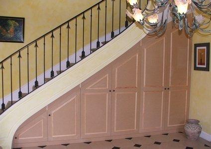Elegance rangement placard sous escalier for Amenagement dessous d escalier