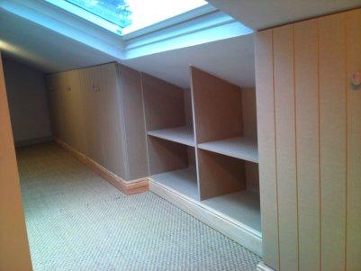 placard sous pente chambre mansard rangement sous pente rangements. Black Bedroom Furniture Sets. Home Design Ideas